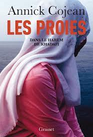 La copertina del libro della Cojean: Le prede. Nell'harem di Gheddafi