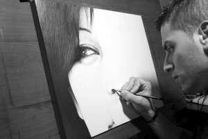 DiegoKoi mentre lavora al disegno Il vuoto